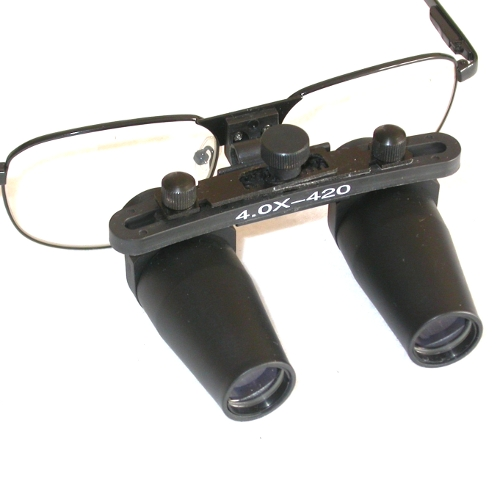 Occhiali ingrandenti prismatici 4X distanza di lavoro 420mm