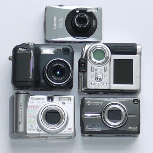 Lotto di 5 fotocamere compatte digitali non funzionanti